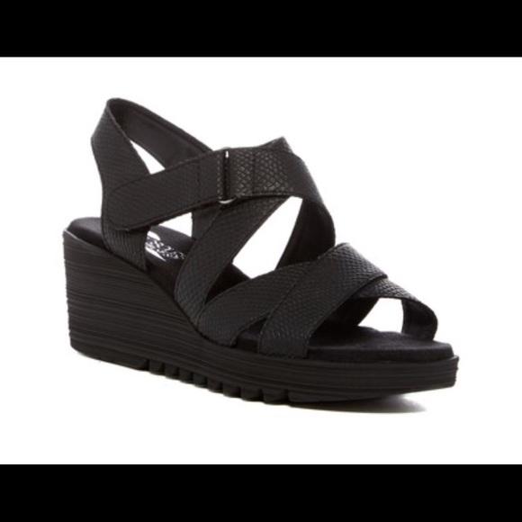 dc00e5b2b3d AEROSOLES Shoes - Aerosoles black Bogota Wedge Sandal 8.5W
